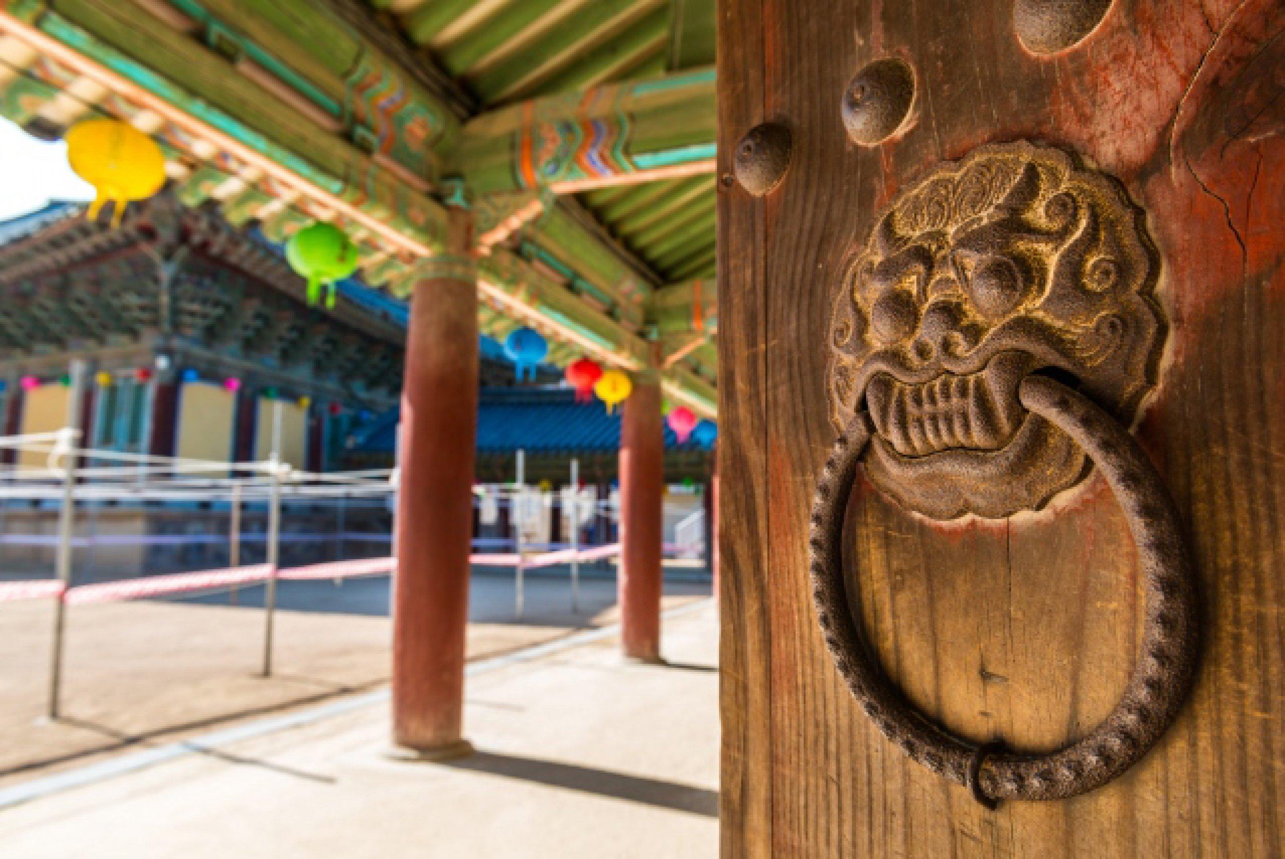 https://bubo.sk/uploads/galleries/7452/an-ornate-door-knocker-at-bulguksa-temple-in-gyeongju-south-korea.jpg