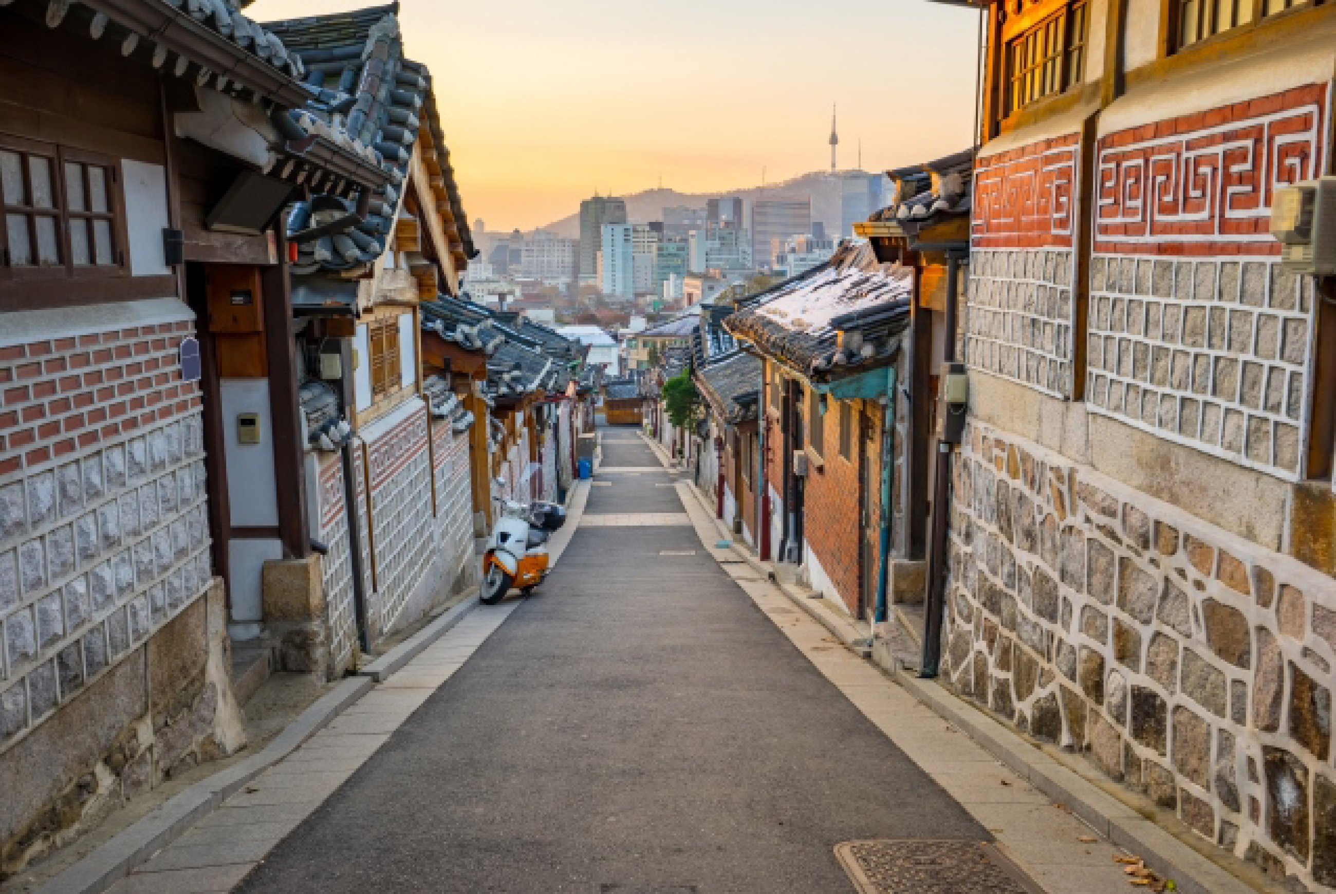 https://bubo.sk/uploads/galleries/7452/bukchon-hanok-historic-district-in-seoul-south-korea.jpg
