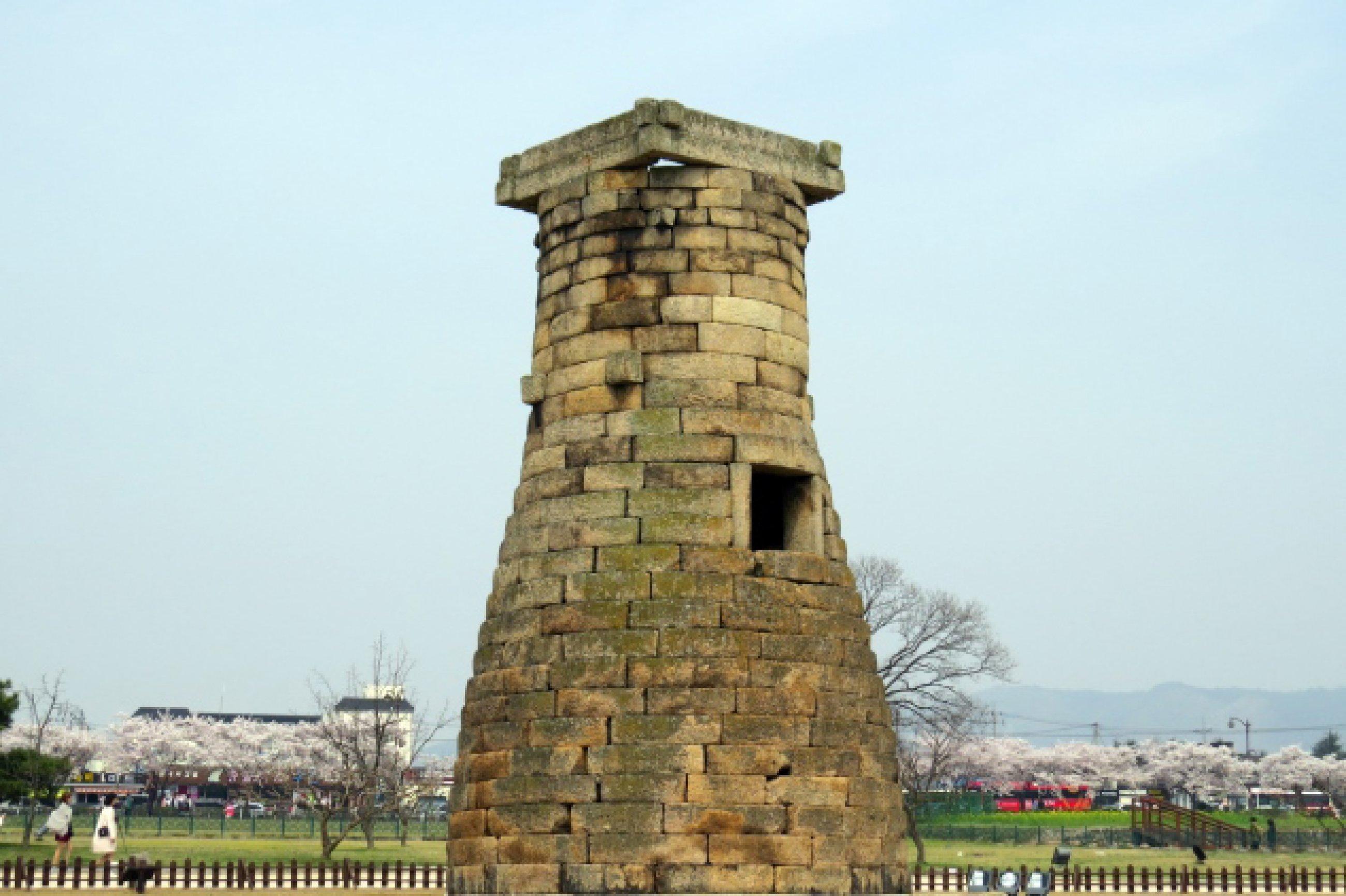 https://bubo.sk/uploads/galleries/7452/cheomseongdae-the-oldest-observatory-astronomical-observatory-east-asin-in-gyeongju-south-korea-the-31st.-national-treasure-of-korea.jpg