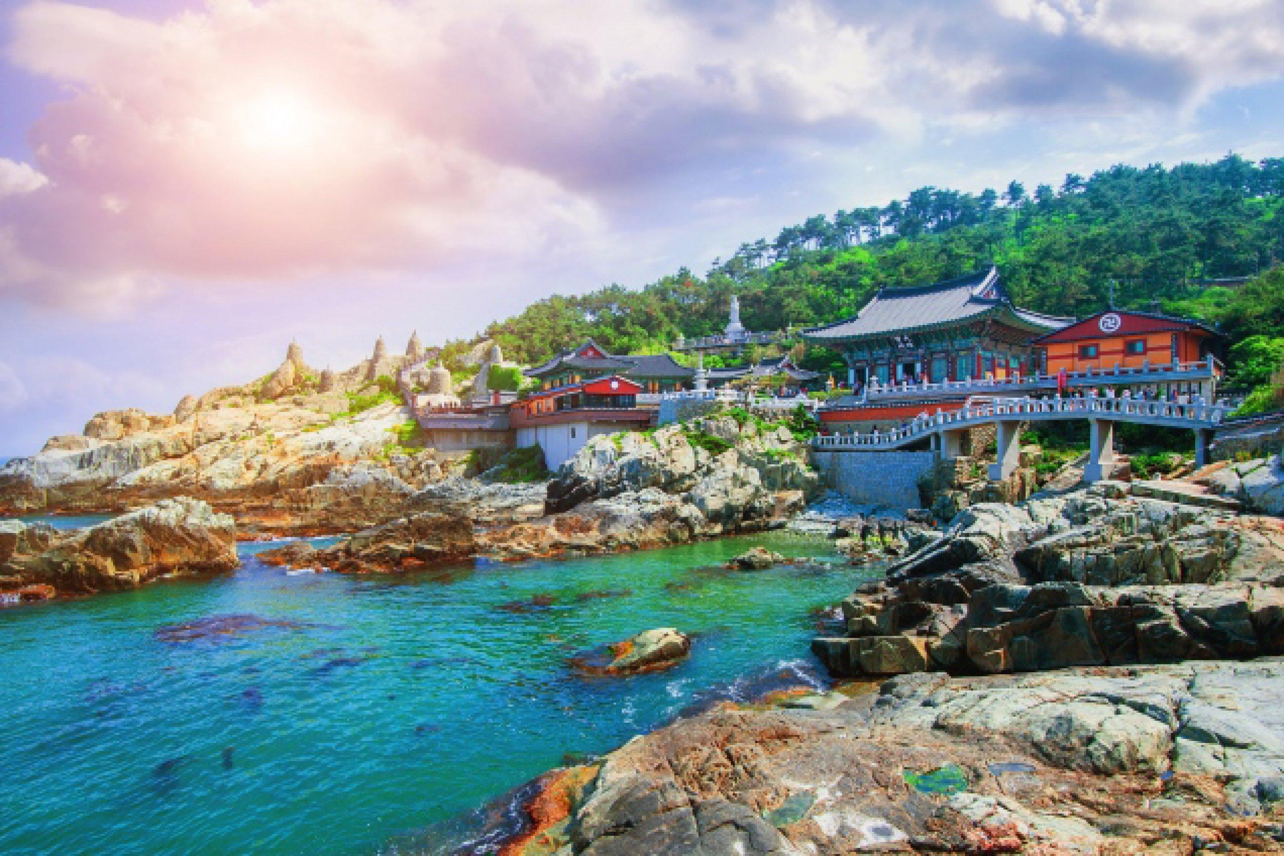 https://bubo.sk/uploads/galleries/7452/haedong-yonggungsa-temple-and-haeundae-sea-in-busan-south-korea.jpg