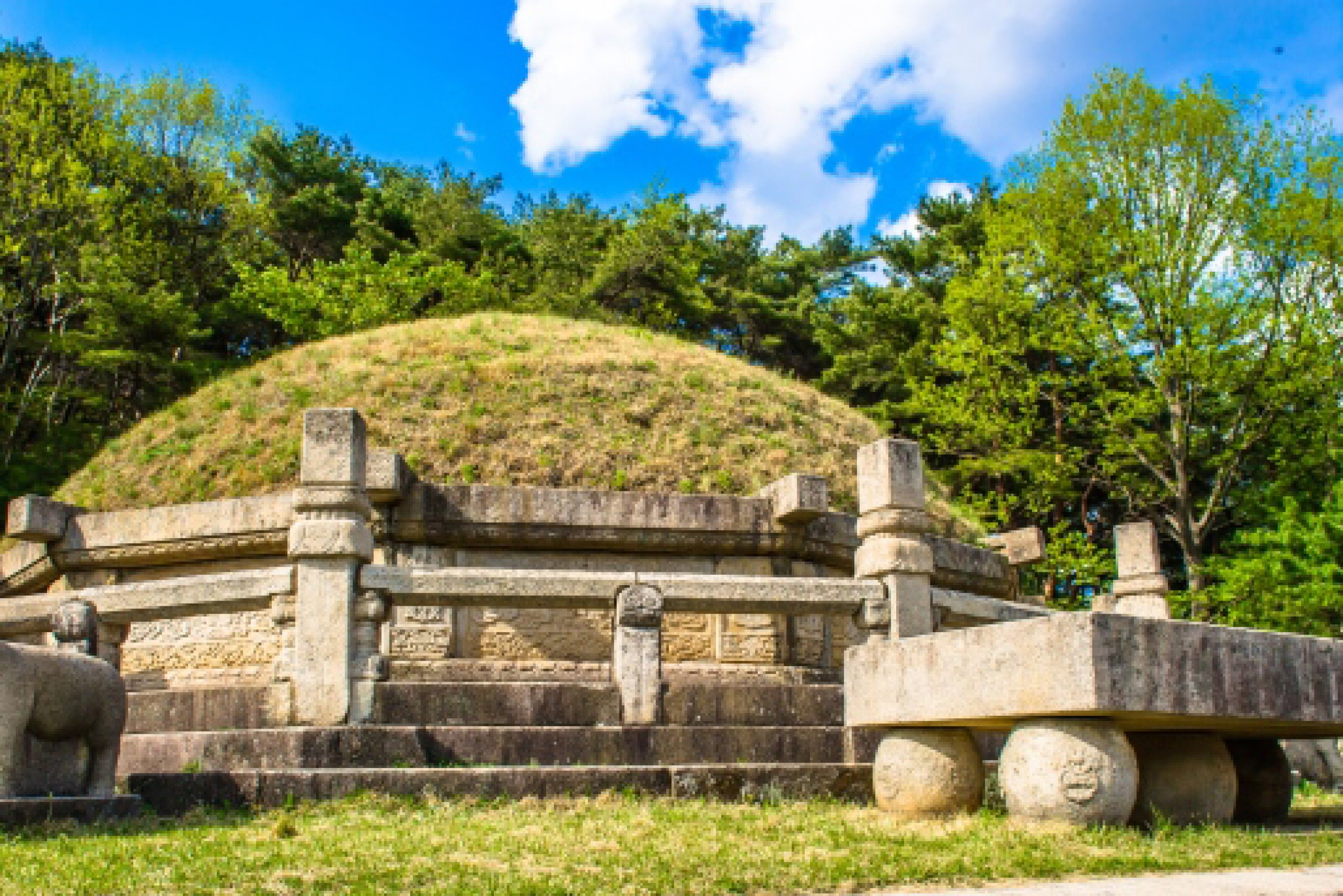 https://bubo.sk/uploads/galleries/7452/tomb-of-king-kongmin-a-14th-century-mausoleum-located-in-haeson-ri-kaepung-county-outside-of-the-city-of-kaesong-north-korea.jpg