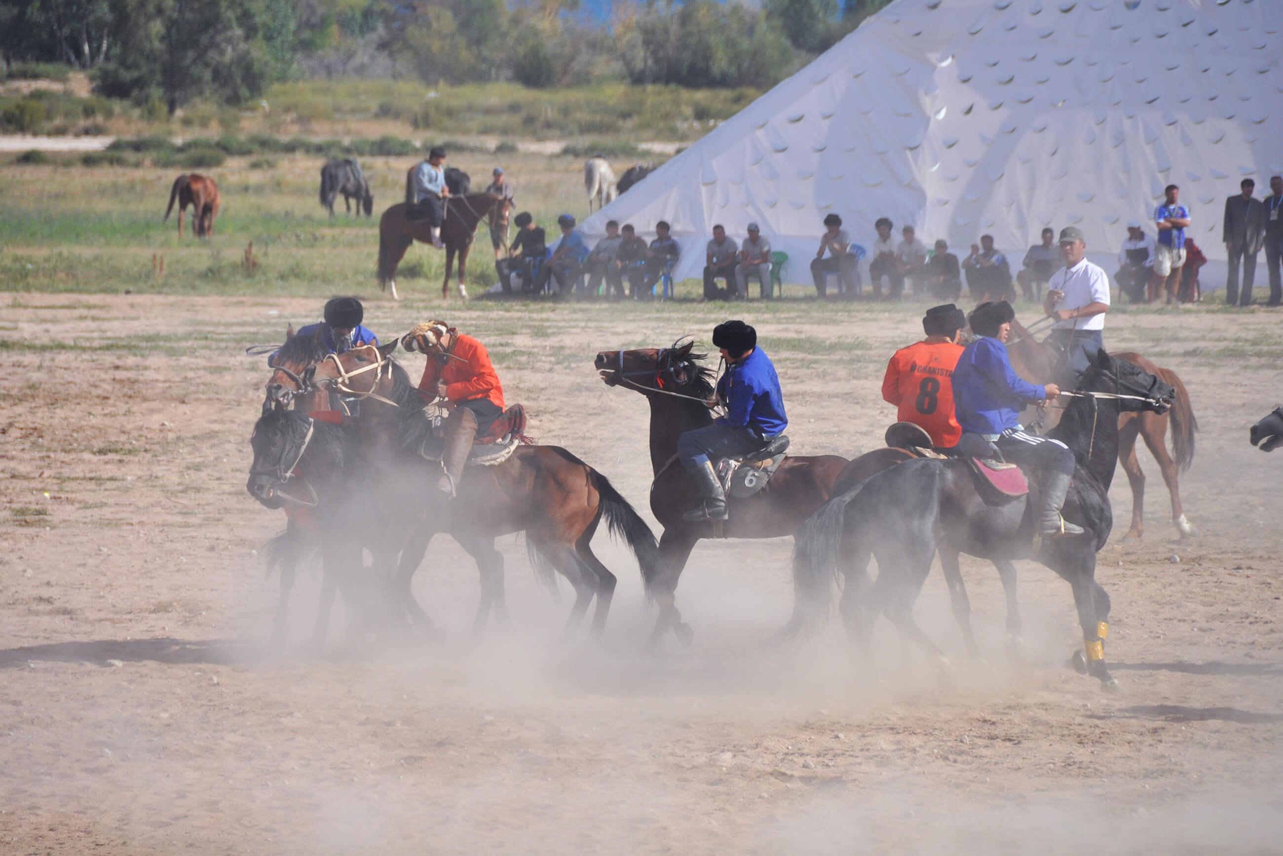 https://bubo.sk/uploads/galleries/7500/tomaskubus_kirgizsko_unikatny_zapas_buzkasi_na_brehu_jazera_issyk_kul.jpg