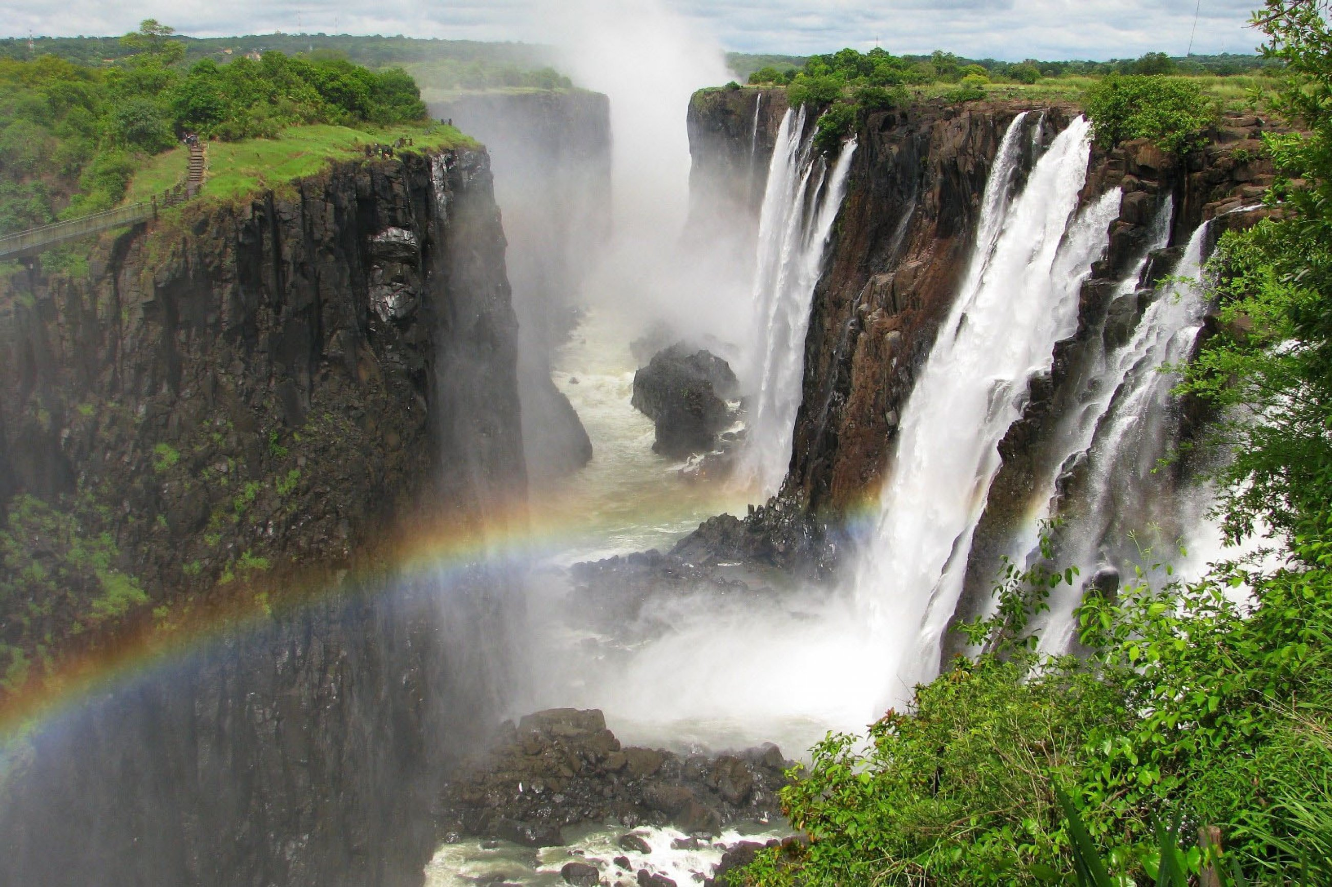 https://bubo.sk/uploads/galleries/7504/total-victoria-falls-dreamstime-xl-24692847.jpg