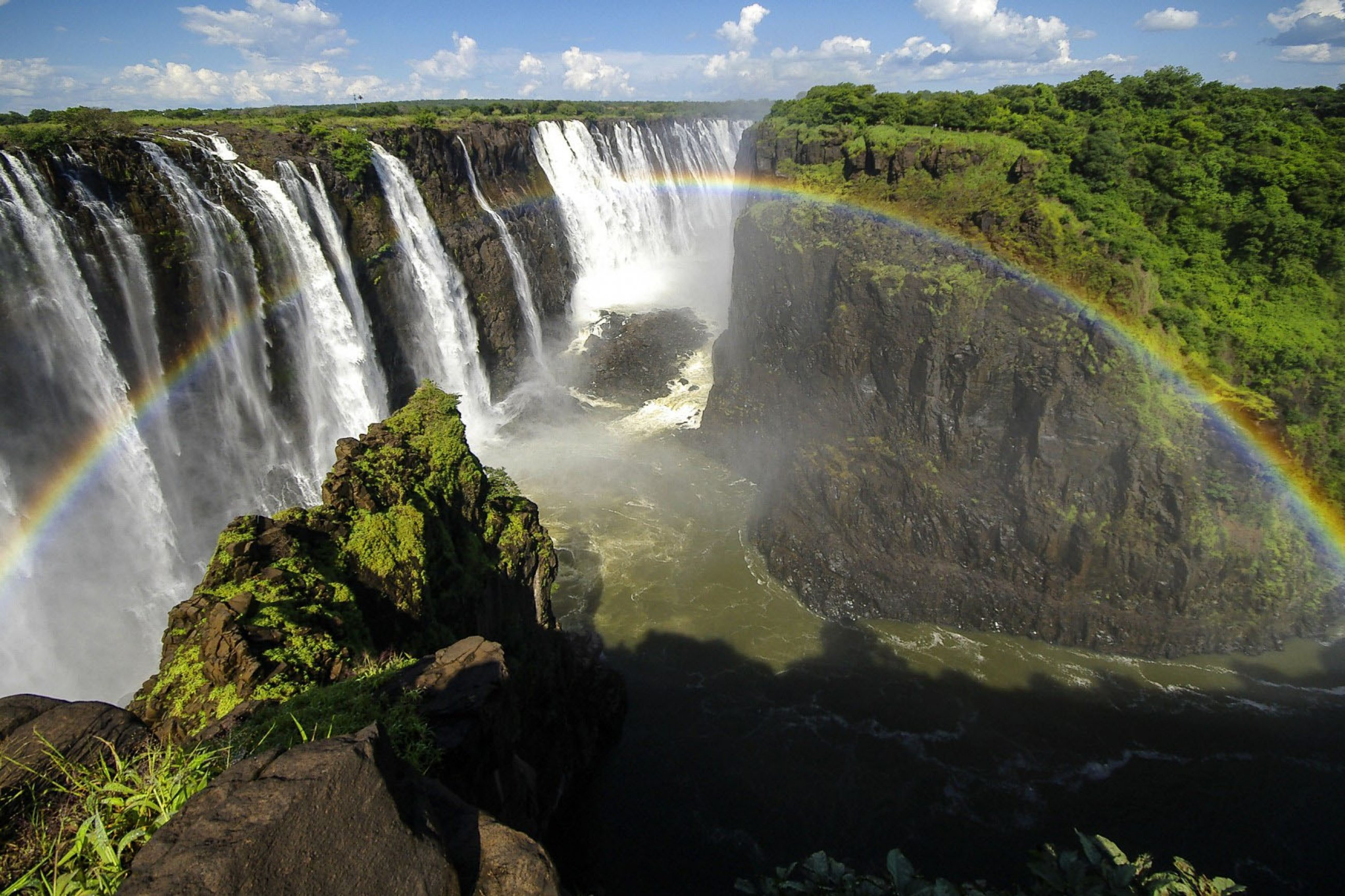 https://bubo.sk/uploads/galleries/7504/victoria-falls-dreamstime-xl-36170966.jpg