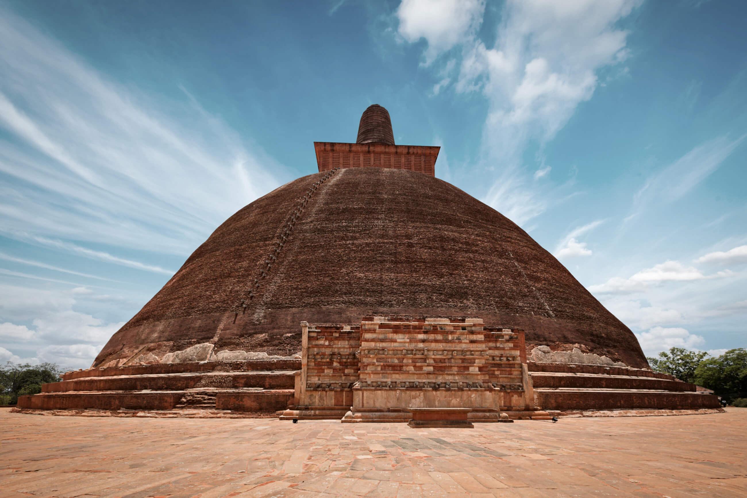 https://bubo.sk/uploads/galleries/7521/4425_sri-lanka-jetavaranama-dagoba-stupa-anuradhapura.jpg
