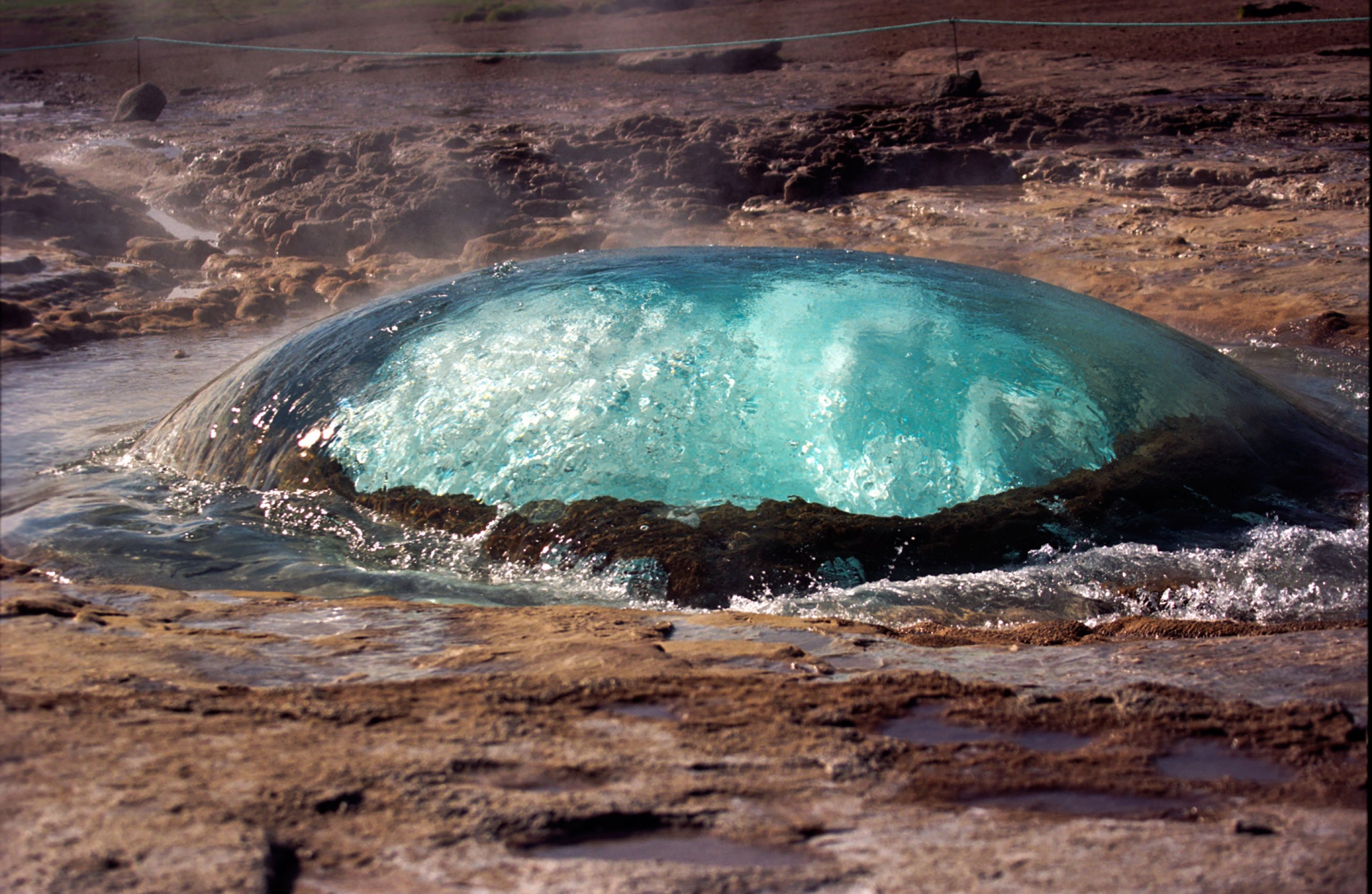 https://bubo.sk/uploads/galleries/7536/strokkur-geysir-iceland-2005-4-wikimedia-6-.jpg
