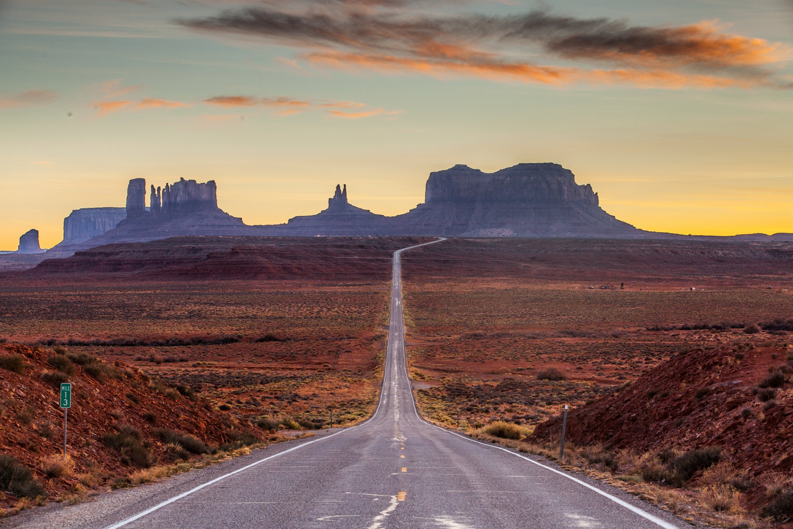 https://bubo.sk/uploads/galleries/8379/monument-valley-shutterstock-78621931-3-.jpg
