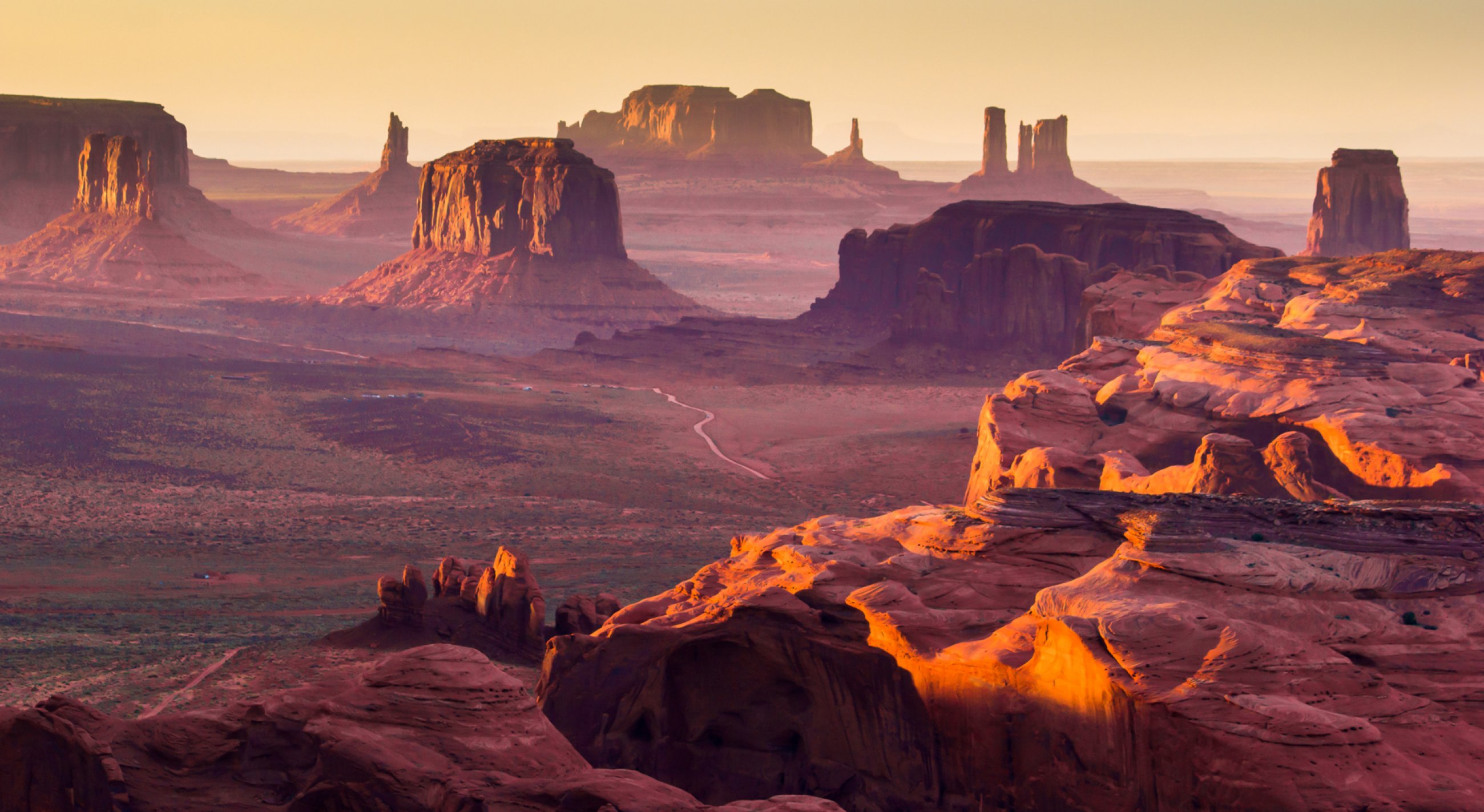 https://bubo.sk/uploads/galleries/8379/monument-valley-shutterstock-78621931-4-.jpg